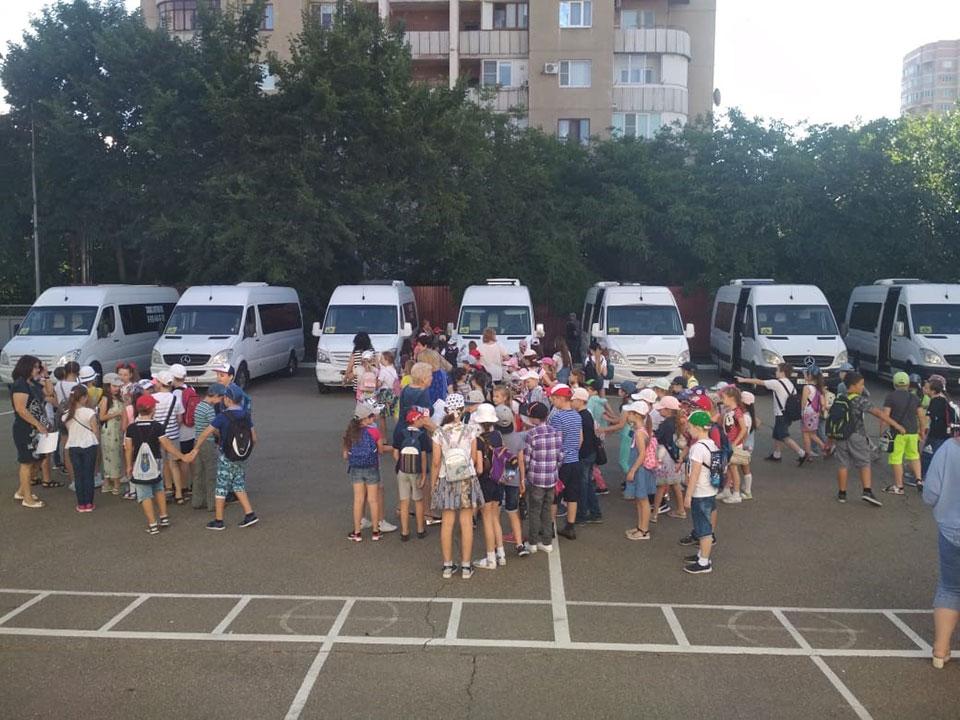 Перевозка детей микроавтобусом Mercedes Sprinter